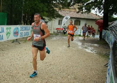 Roby Zanardini a Navazzo sotto una pioggia torrenziale
